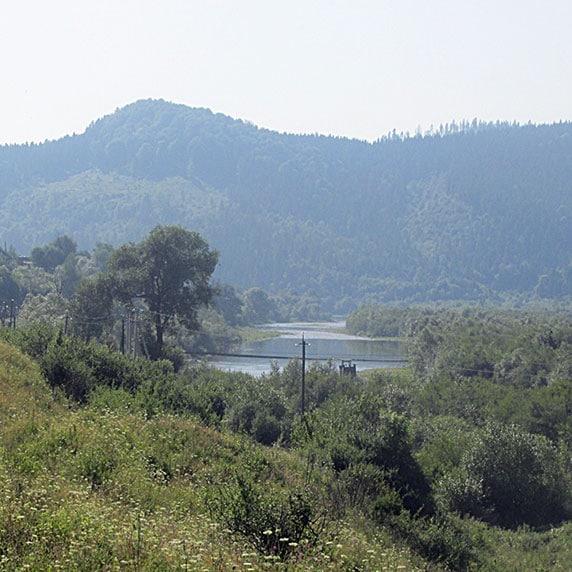 Річка Стрий в Карпатах