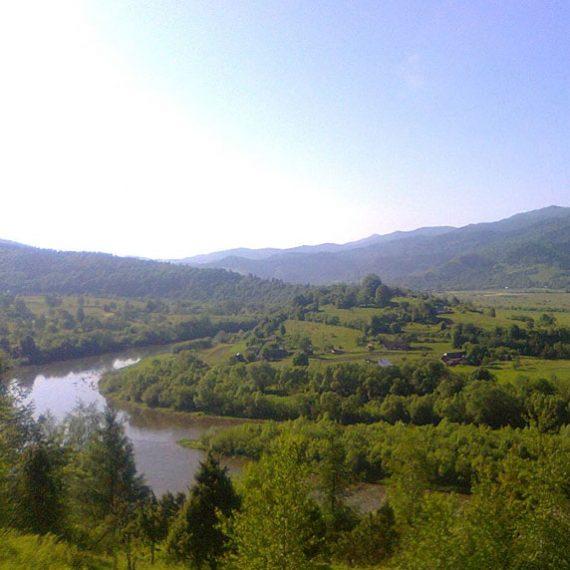 Ріка Стрий у Карпатах