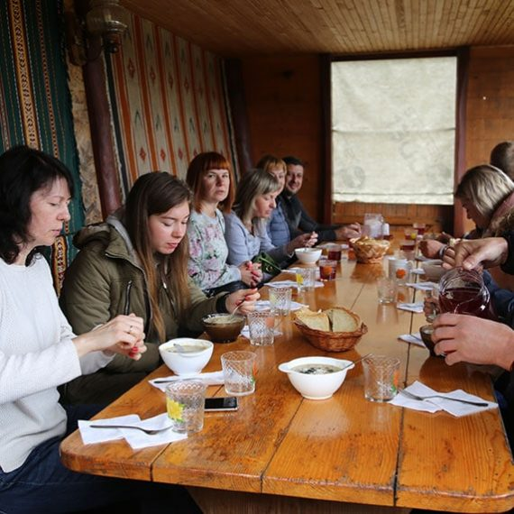 Обед в Косове в Карпатах