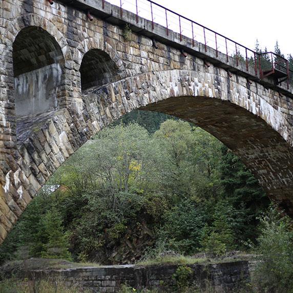 Мост-виадук Ворохты в Карпатах