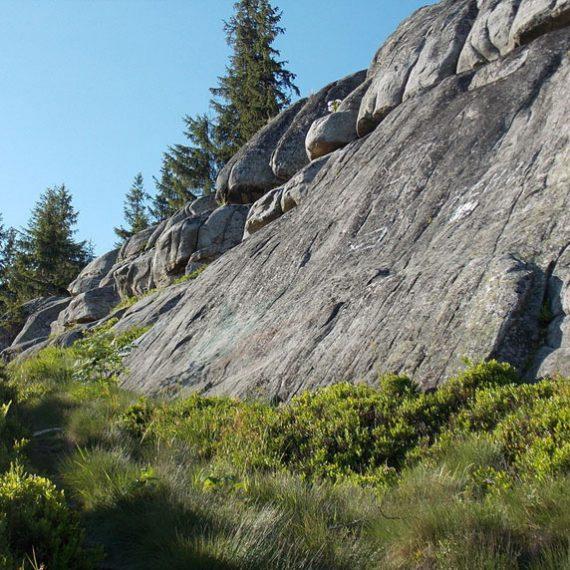 Скеля Писаний Камінь в Карпатах