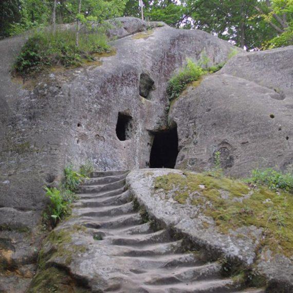Розгирче - скальный монастырь