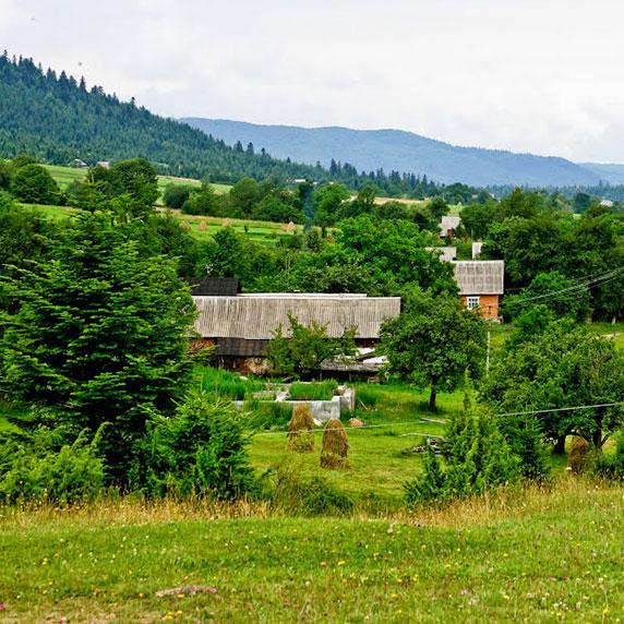 Село Труханов в Карпатах