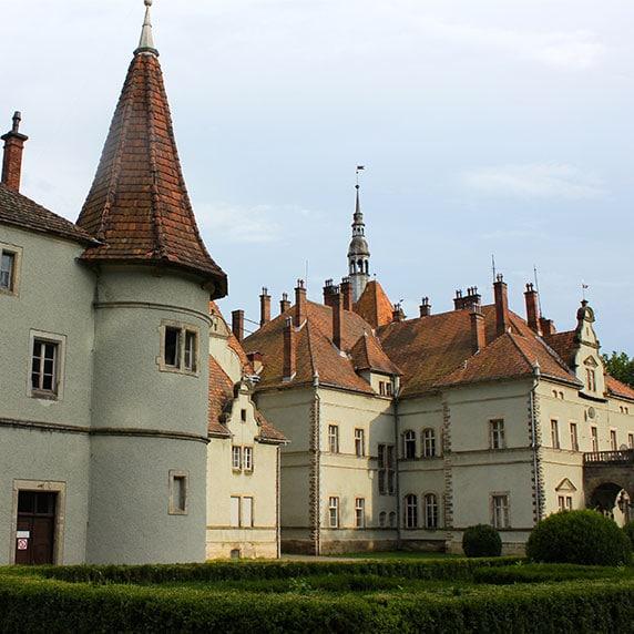 Замок в Чинадієво