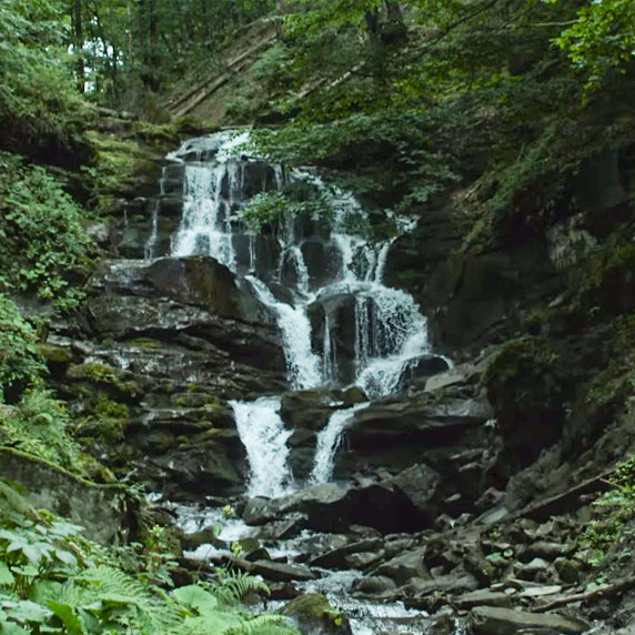 Водопад Шипот в Карпатах